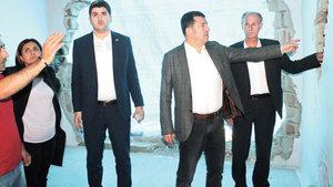 CHP heyeti Silopi'de eve giren panzere ilişkin raporunu tamamladı