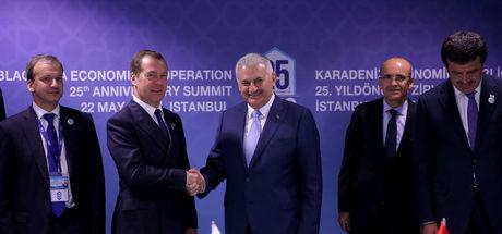 Rusya ile Türkiye, ticari kısıtlamaların kaldırılması için ortak bildiri imzaladı