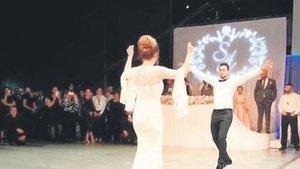 Hakan Çalhanoğlu düğünde şov yaptı