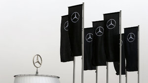 Mercedes'e polis baskını