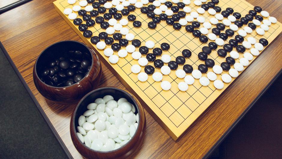 Yapay zeka dünyanın en eski oyununda şampiyonu yendi