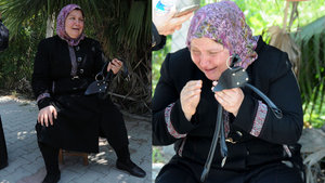 Adana'da çantası çalınan Suriyeli kadın gözyaşlarını tutamadı