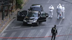 Yunanistan eski Başbakanı Papadimos bombalı saldırıda yaralandı