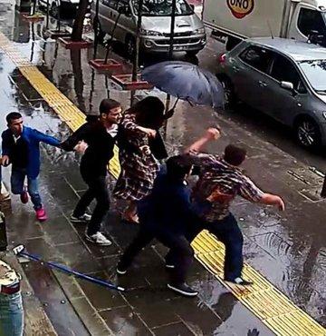 Yolda yürüyen bir çifte saldırıp önce erkek ile kavga eden, daha sonra yanındaki kadına da saldıran kişinin Yekta Ç. olduğu, güvenlik kameraları görüntülerinden saptandı