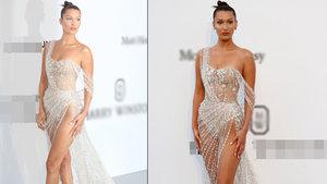 Bella Hadid transparan elbisesiyle olay yarattı