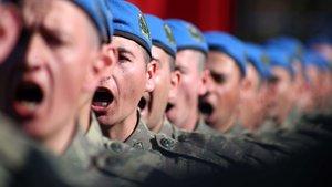 """Eğirdir Dağ Komando Okulu'nda asteğmenler """"mavi bere"""" taktı"""
