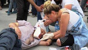 İzmir'de kazada yaralananlara yoldan geçen hemşire müdahale etti