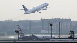 Çılgın yolcu, kalkışa dakikalar kala uçaktan atladı
