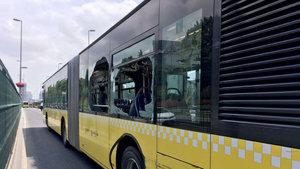 Metrobüs bariyerlere çarptı