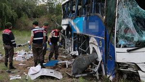 Ankara Kalecik'te yolcu otobüsü kaza yaptı