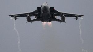 Rus savaş uçağı İngiliz ordusunu hareketlendirdi