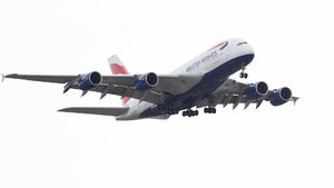 Londra'da uçuş kaosu! British Airways, tüm seferlerini iptal etti!