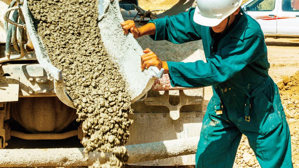 Demir büktü beton ezecek