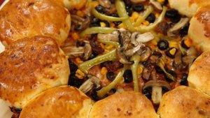Doyuran pizza nasıl yapılır? Doyuran pizza tarifi ve malzemeleri!