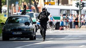 Berlin'de bombalı araç paniği!