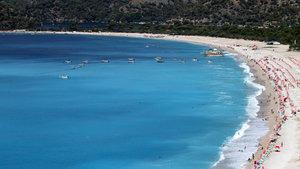 Marmaris sahilleri yabancı turist akınına uğruyor