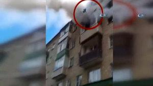 Rusya'da 11 aylık bebeği balkondan aşağı attılar