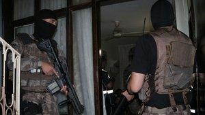 Adana'da 500 polisle şafak vakti uyuşturucu operasyonu
