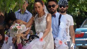 Nikah salonuna bisikletle gittiler
