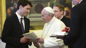 Papa'dan resmi özür talep etti!