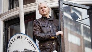 Ekvador liderinden Assange'a 'korsan' suçlaması