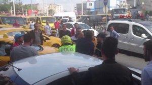 """Beyoğlu'nda bir kişi polislere """"Polis gelsin"""" diyerek direndi"""