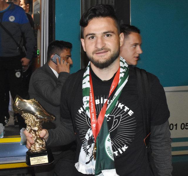 Türkiye Kupası'nı kazanan Konyaspor'a coşkulu karşılama