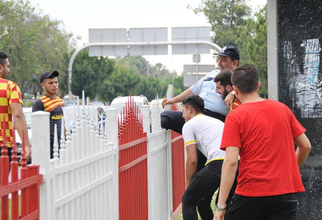TFF 1. lig play-off finali öncesi bir Göztepeli taraftar yaralandı