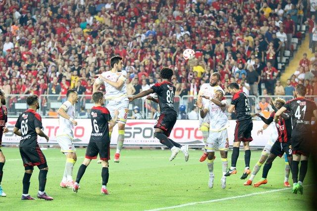 Göztepe 14 yıl sonra Spor Toto Süper Lig'de