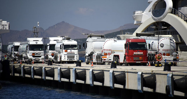 İki lüks yata 9 tankerlik yakıt ikmali