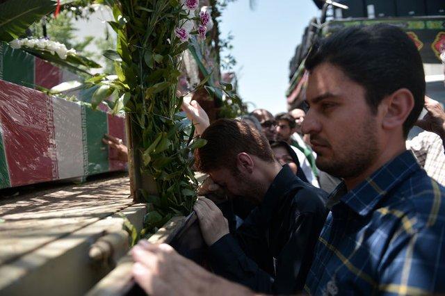 İran sokağa döküldü: 'Suudi Arabistan'a ölüm' sloganları!