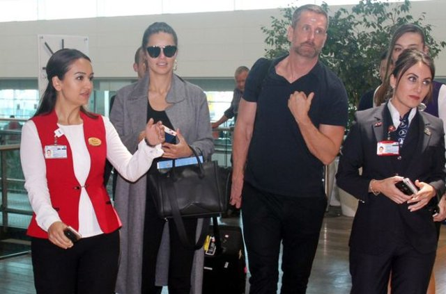 Adriana Lima, Izabel Goulart ve Ana Beatriz Barros uçağı kaçırdı