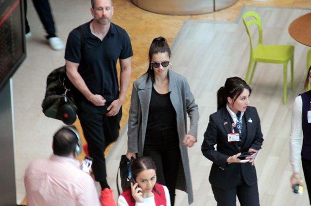 Adriana Lima dün uçağı kaçırmıştı bugün Miami'ye gitti