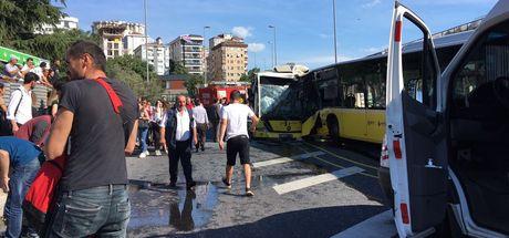 İki metrobüs kafa kafaya çarpıştı! Yaralılar var