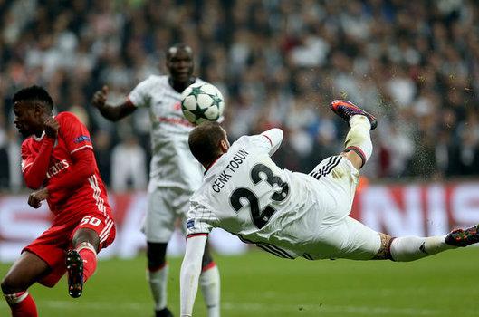 Cenk Tosun'un Benfica'ya attığı gol Şampiyonlar Ligi'nde sezonun golü seçildi