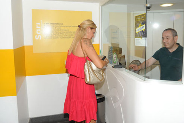 Pınar Altuğ'dan valeye para yok