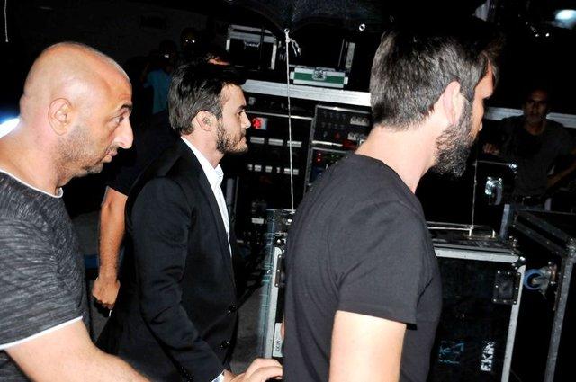 Mustafa Ceceli'den güvenlik önlemi altında konser