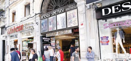 Sinemaseverlerden Beyoğlu Sineması'na büyük destek!