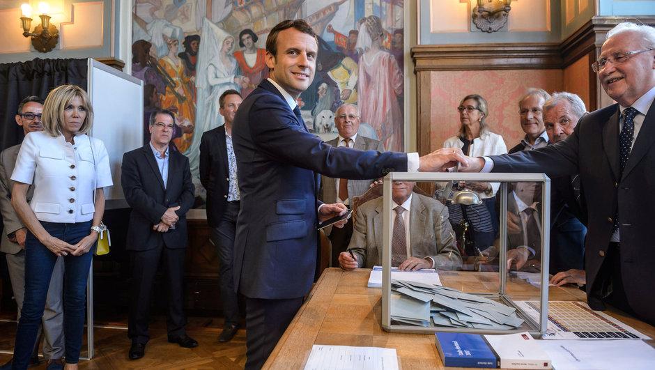 Fransa'da genel seçimin ikinci turu yarın yapılacak..