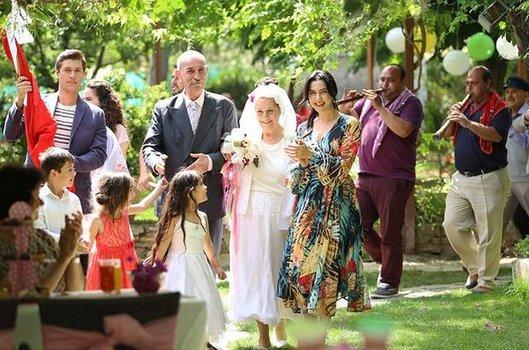 Bodrum Masalı 42. son bölüm sezon finalinde mutlu başlayan düğün kötü bitiyor