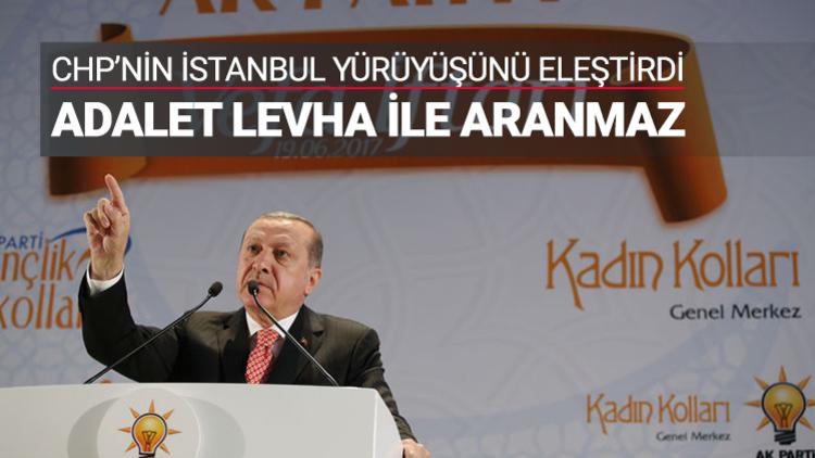 """Kılıçdaroğlu'na seslenen Erdoğan, """"Karar yargınındır, yargının verdiği bu karara saygı duymak zorundasınız. Kimse yargıyı baskı altına alamaz"""" dedi."""
