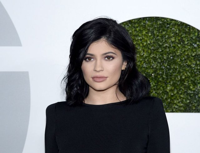 Kylie Jenner yara izini gösterdi