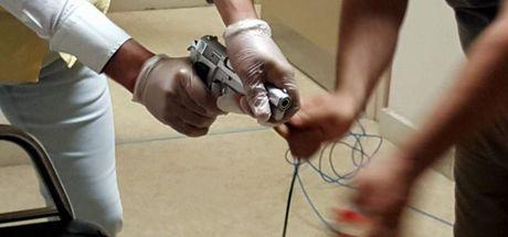 Aydın'da emekli polisin belindeki silah MR cihazına yapıştı