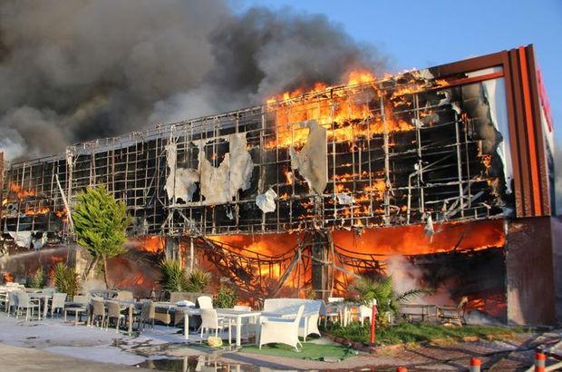 İzmir'de AVM'de korkutan yangın