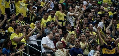 Fenerbahçe basketbol kombinesi satışında rekor kırdı