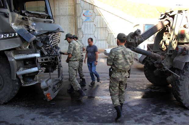 İki askeri TIR çarpıştı: 1 asker yaralı