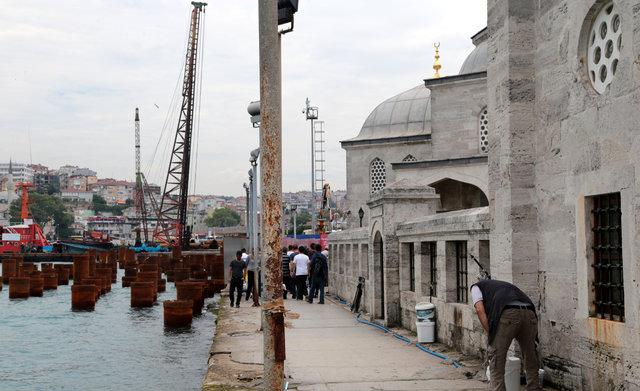 'Kazıklı meydan' şoku! 437 yıllık cami çatladı