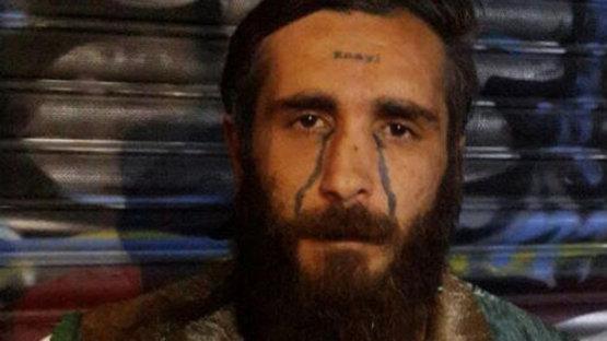 'Enayi' dövmeli adam gözaltında