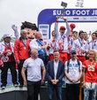 Okul Sporları'nda dünya voleybol şampiyonu olan Doğa Anadolu Lisesi ve futbolda Avrupa şampiyonu olan Ankara Bahçelievler Deneme Anadolu Lisesi'nin kupaları, 'kaçak oyuncu' oynattıkları gerekçesiyle geri alındı. Uluslararası Okul Sporları Federasyonu (ISF) okulları diskalifiye ederken, oyuncular da YÖK'ün verdiği üniversite burslarını kaybetme tehlikesiyle karşı karşıya kaldı