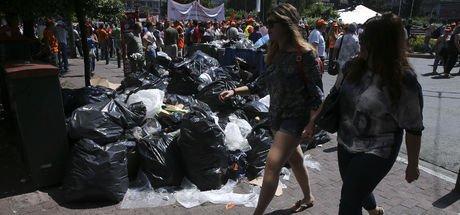 Yunanistan çöp yığınlarıyla boğuşuyor!